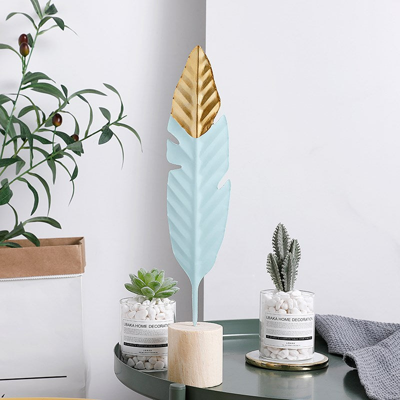 Gold-Touch Leafy Table Ornament