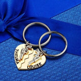 New 1 Pair 2pcs Thelma Louise / Bonnie Clyde Guns Heart Keychain Best Friends Forever Keepsake Gift