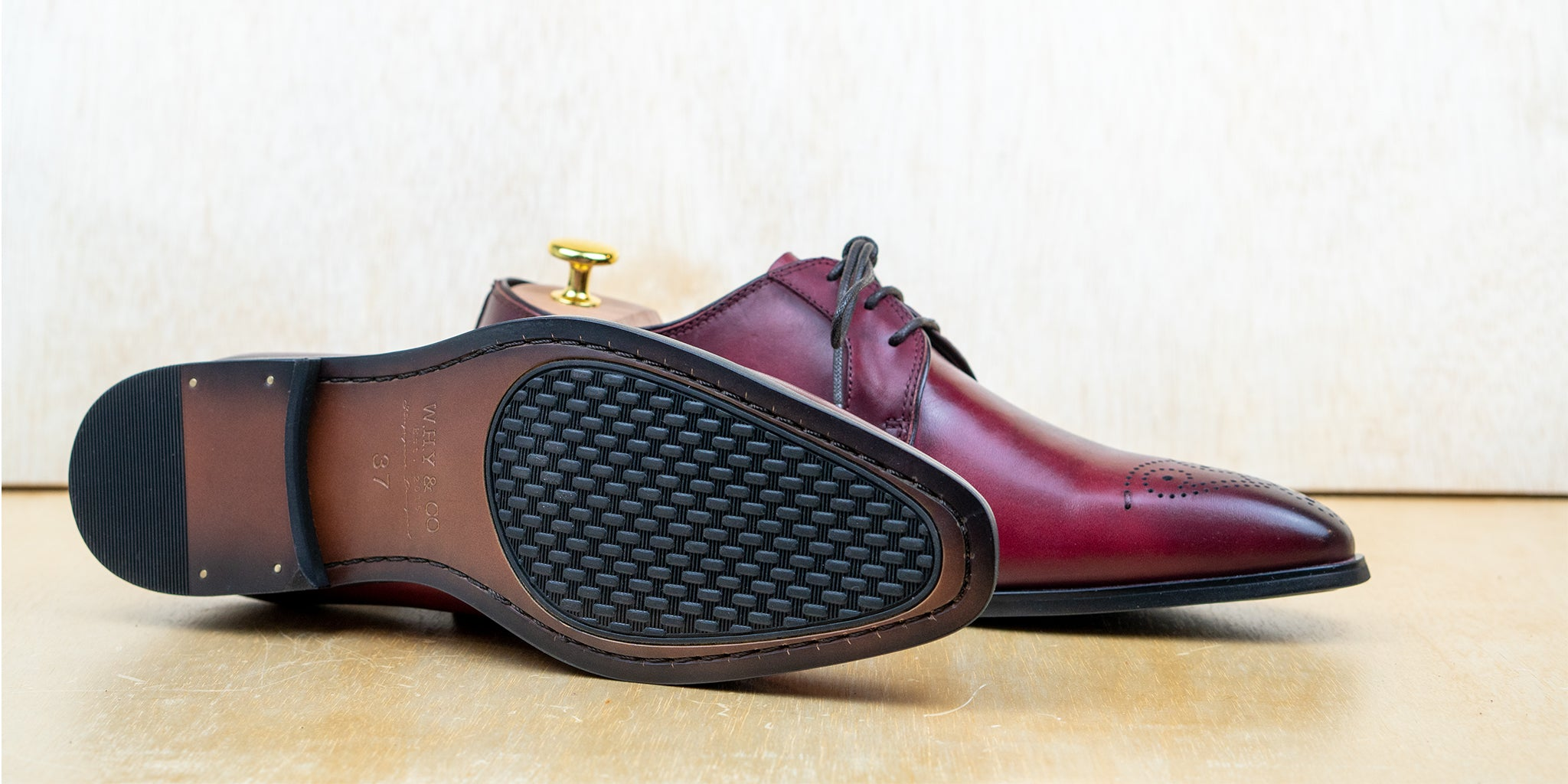 2-eyelet Derby Brogue Wine