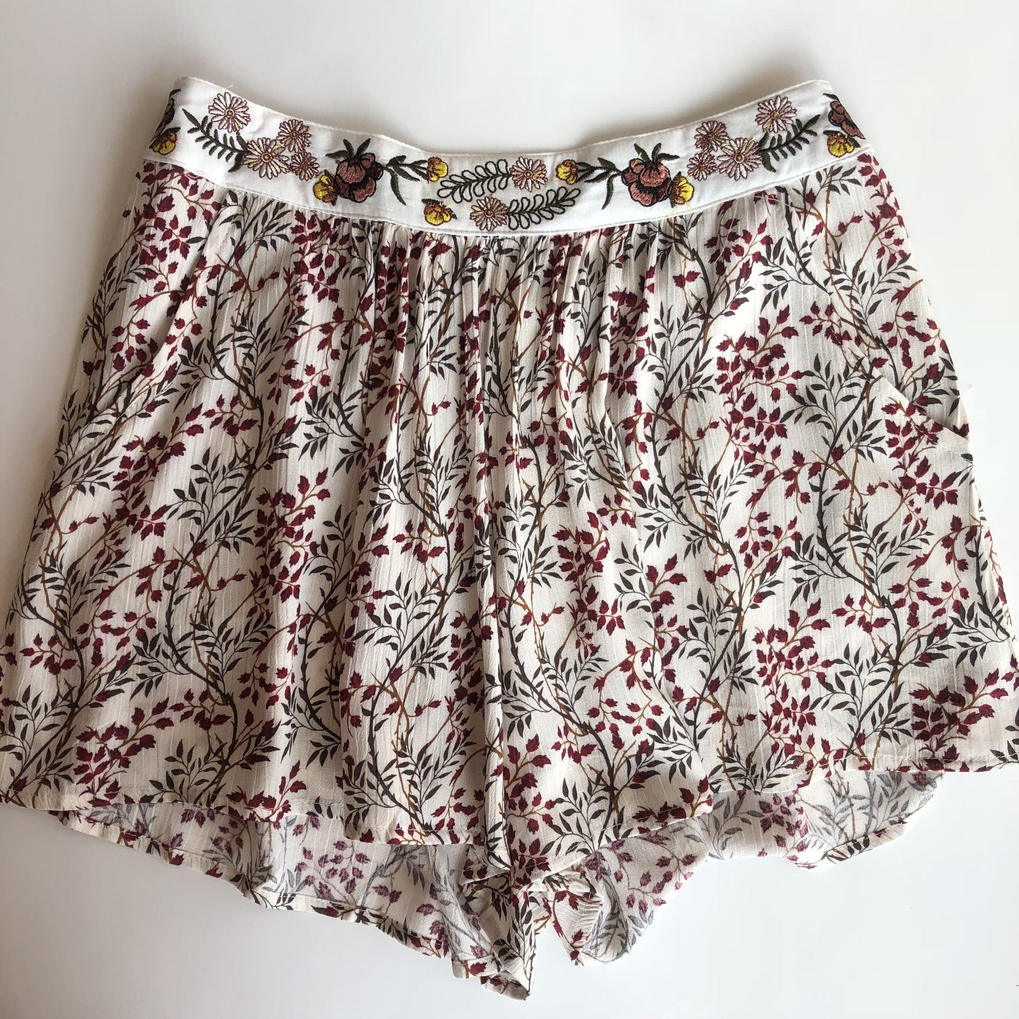 Embroidered Band Crinkle Shorts