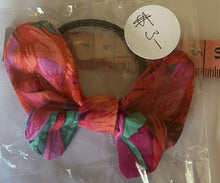 Load image into Gallery viewer, Hair Accessory - Elastic with bow - Shades of red and green