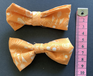 Hair Accessory - Bow clips - light orange and white, small.