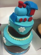 2 tier cho cho train cake