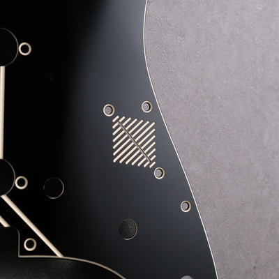 Broken Arrow - Stratocaster Pickguard - Black/Cream/Black