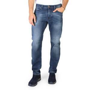 Blue button fly closure jeans with pockets and logo details