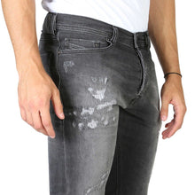 Load image into Gallery viewer, Black button fly closure jeans with pockets and logo details