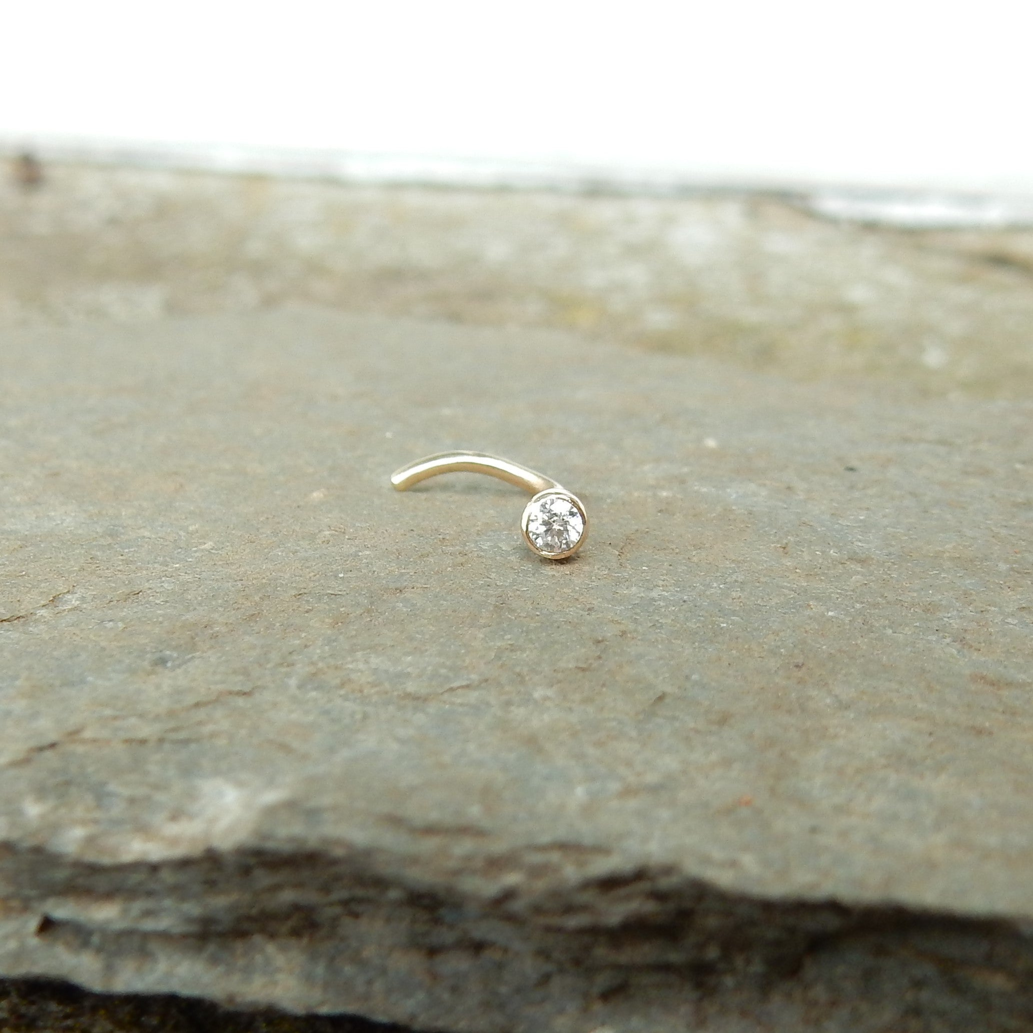 9ct gold nose stud with gemstone