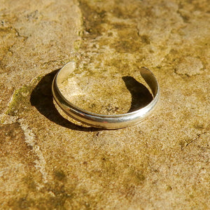 Open image in slideshow, Delicate silver toe ring