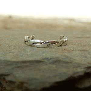 Open image in slideshow, Twisted fine silver toe ring