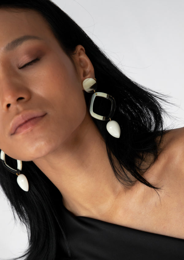 Inu Earrings Beige