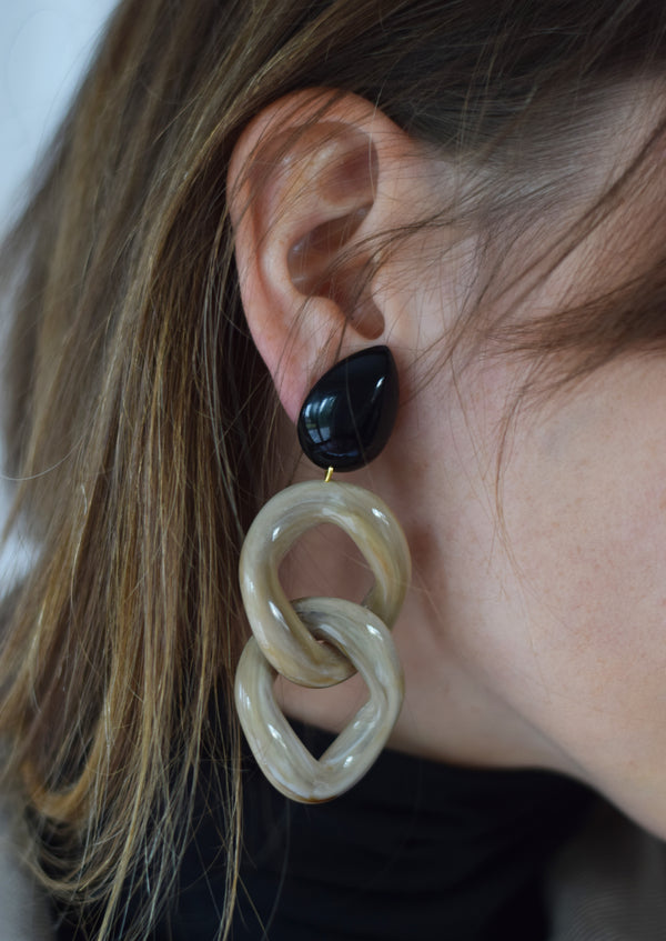 Kusa Earrings Black