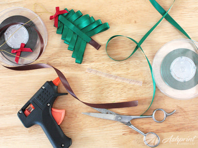 HOW TO CREATE A CHRISTMAS RIBBON TREE
