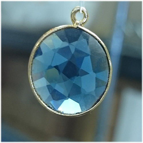 Stone Connectors & Drops. Sterling Silver Gold Plated / Vermeil 16.3mm Width / Length, Chalcedony - Blue Stone, Round Drop with one 3.5mm Closed Ring. Quantity Per Pack: 1 Piece.