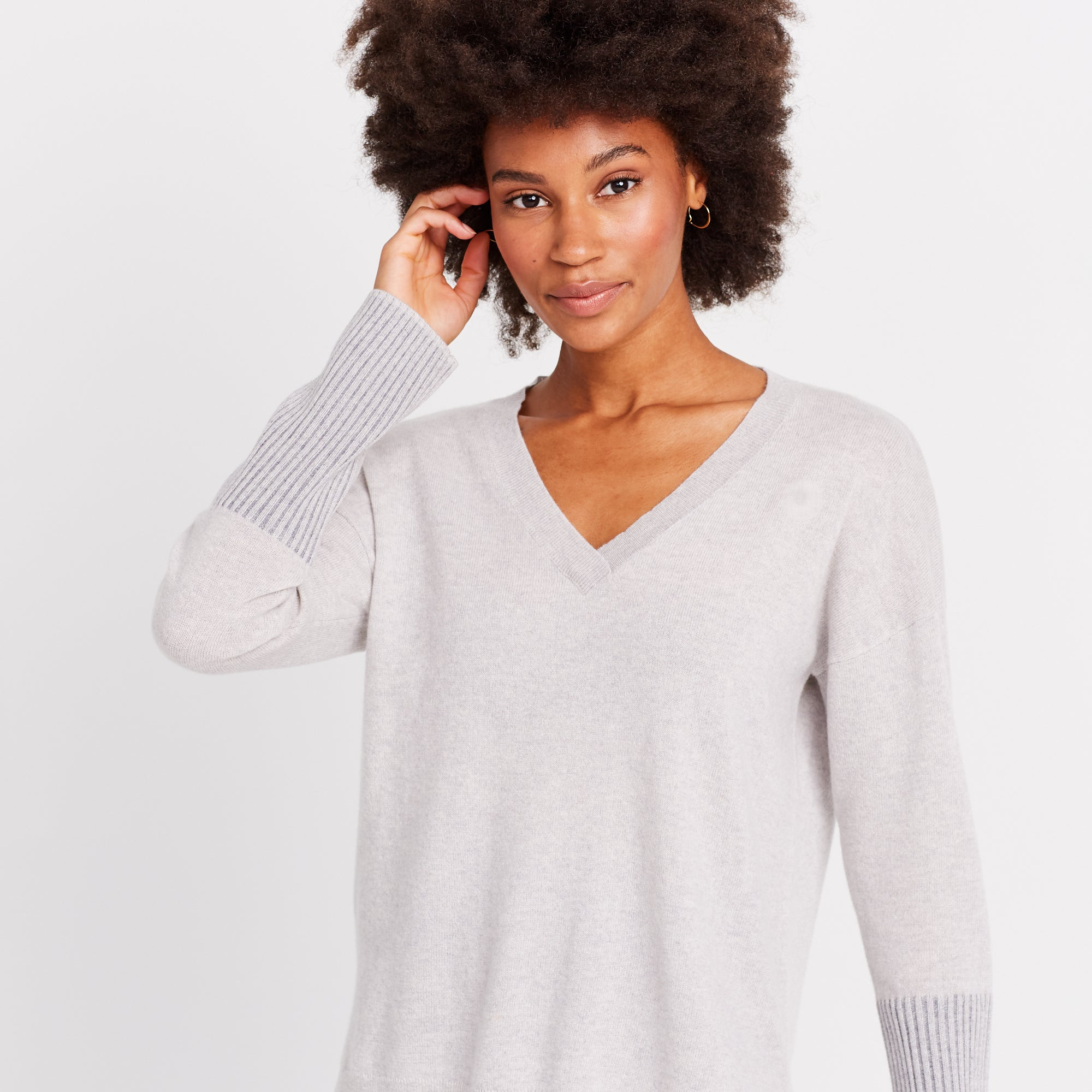 THE CASHMERE V-NECK