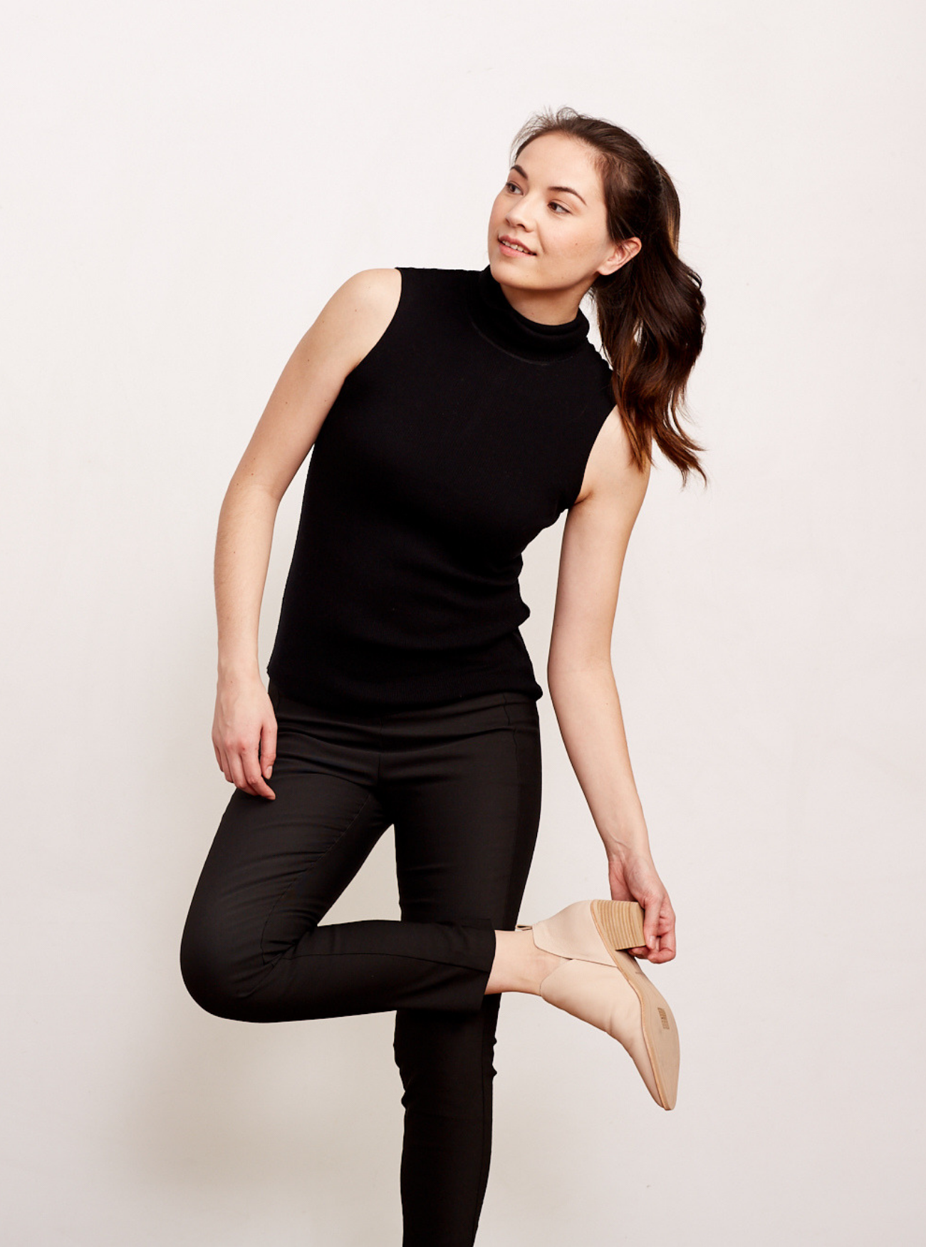 THE SLEEVELESS LAYERING TURTLENECK - SALE