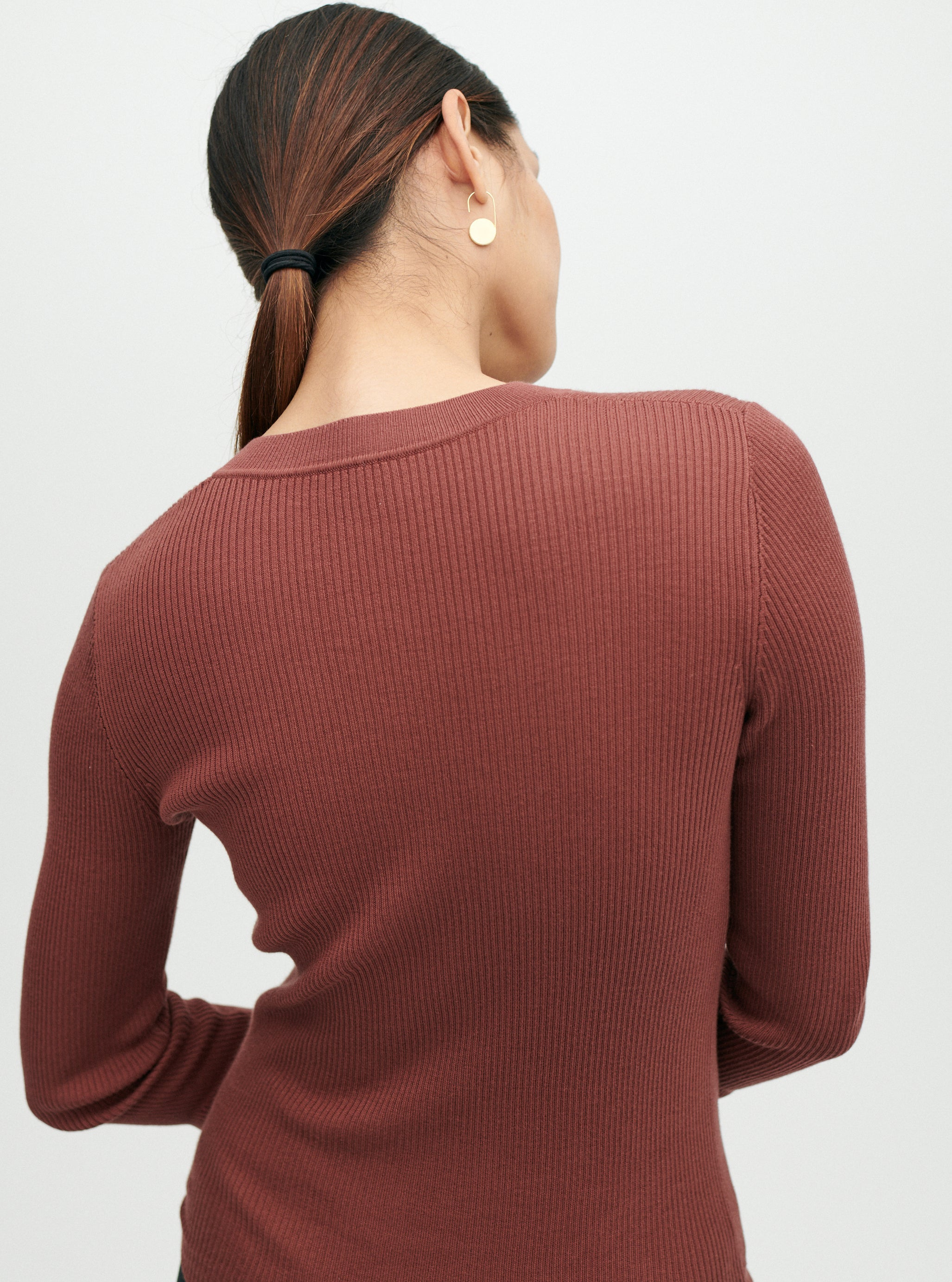 THE RIBBED V-NECK - SALE