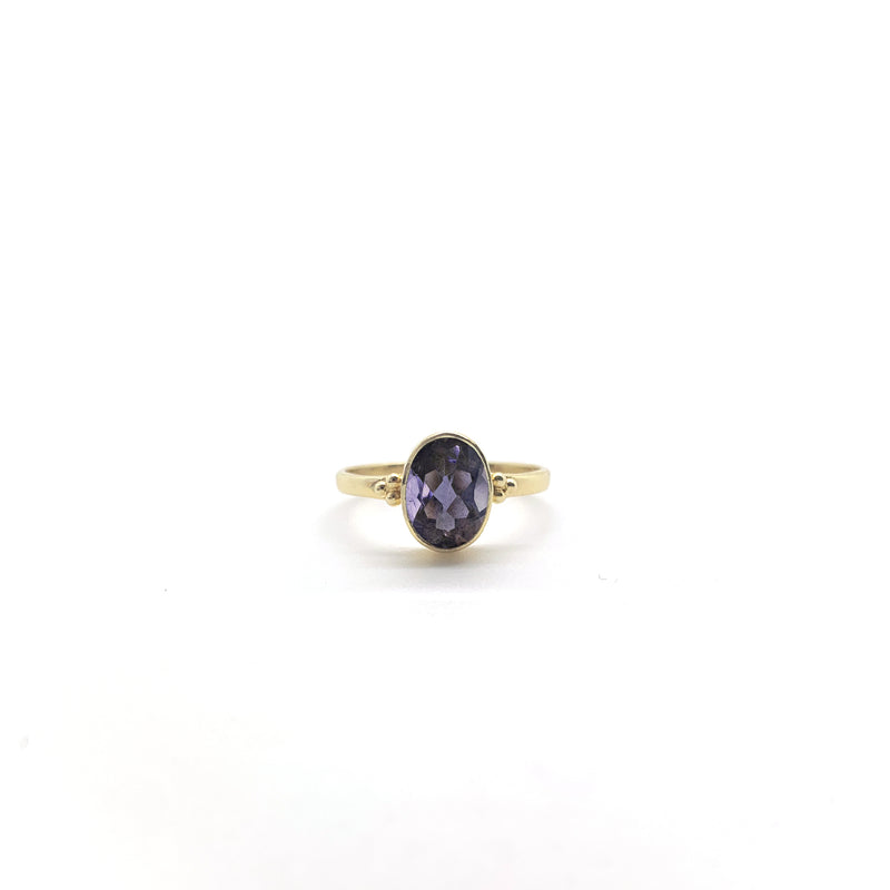 Iolite 6x8 oval Triquetra Gold