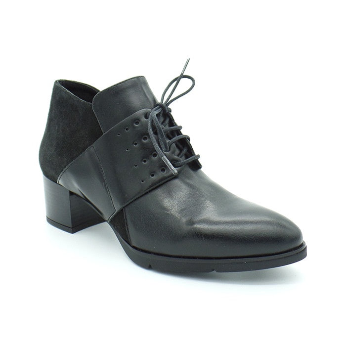1570 Black Leather Lace Up Shoe