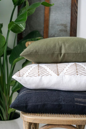 Load image into Gallery viewer, Moss Linen 20 X 20 Flange Pillow