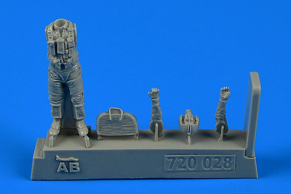 QAB720028 Aerobonus (by Aires) 1/72 US NAVY Pilot with bag - Vietnam War 1965 - 1973