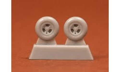 SBS72026 SBS Model 1/72 Supermarine Spitfire/Seafire wheels (3-spoke with radial tread) Fits all late mark versions.