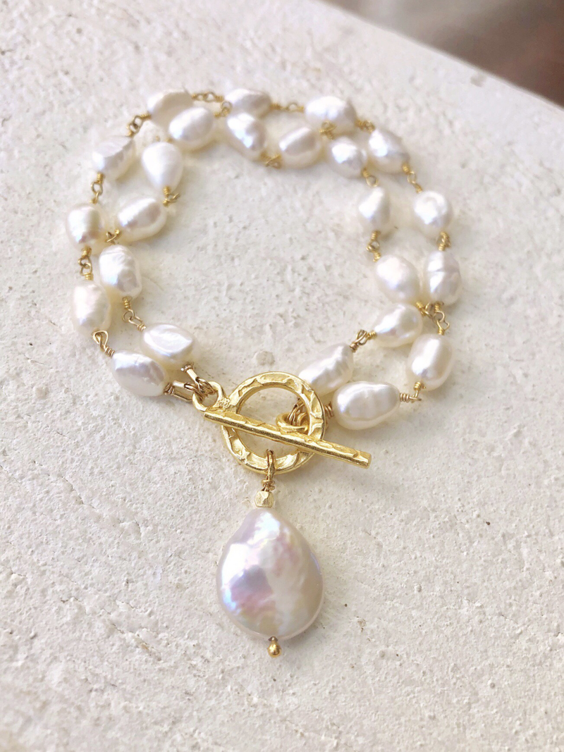 Freshwater Pearl Bracelet With Gold Hammered Toggle & Coin Pearl