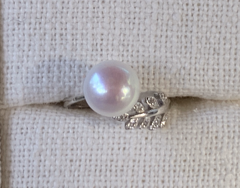 White Pearl Leaf Ring