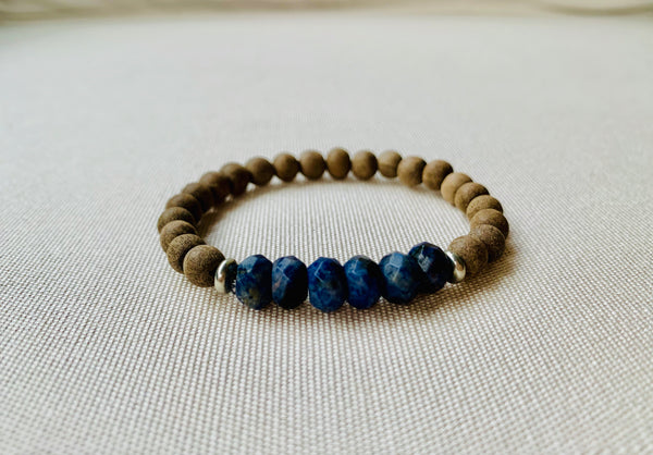 Kids' gray wood and lapis diffuser bracelet