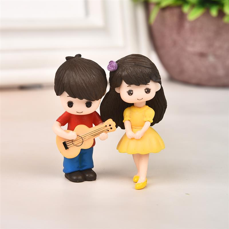 Cute Lovers Couple Figurines Miniature - Classy & Unique