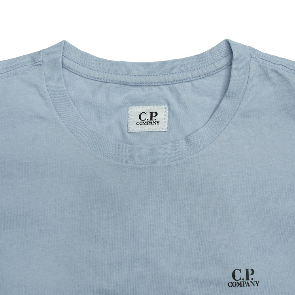With subtle chest branding and a high quality construction, this tee is perfect for everyday wear. Crafted from a 30/1 fine cotton, meaning a softer, finer thread.  C.P. Company Jersey 30/1 Chest Logo T-shirt Short sleeves Crewneck  100% cotton Fits true to the size 08CMTS291A 005100W Col. 817
