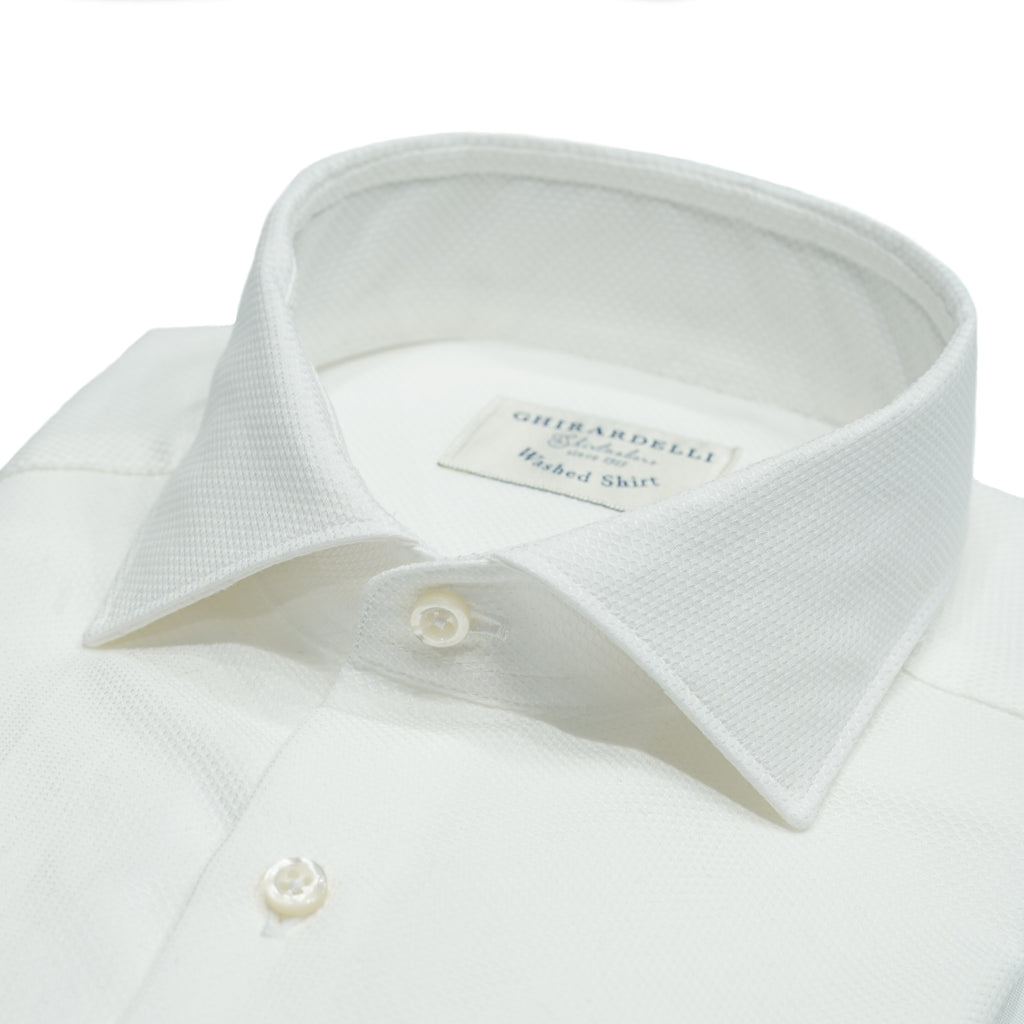 100% cotton Ghirardelli shirt with woven white on white pattern. The pattern looks a bit like Marcella but much lighter. This shirt can be dressed up quite smartly with suit and even with a tie if you like. 100% cotton Removable collarbones Rounded single button cuffs Woven structure Mod. L69 Article: V6002 Col. 01