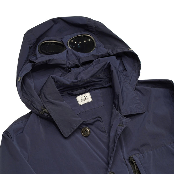 Hooded medium weight jacket, with the iconic C.P. lenses on the hood. Three pockets in front and one on the left sleeve.   Jacket is made on NYCRA fabric, which is stretch, water repellent nylon fabric. Nycra is specially developed for garment dying process. It absorbs color throughly and results in deep shades in colors and still maintens the delicate sheen of Nycra nylon.  Water resistant  Windproof Breathable Stretch Polyamide and Elastan Fits true to the size 08CMBZ193A 001020G