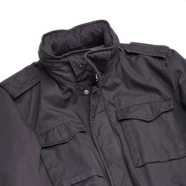 This Herno jacket honors the iconic M65 field jacket. Practical design with quite a few pockets, action back and adjustable waist. Why change the winning team.  4 +2  pockets outside (2  hidden pockets) 2 pockets inside  Adjustable waist 2 way zip and snap buttons in front Hidden hood inside the collar  100% Cotton Washed effect  FI00640 13211 9200