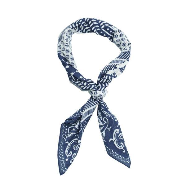 Classic patterned bandana from Drake´s.  Wear it around your neck under a dress shirt or a T -shirt and you are nicely up to date as what comes to accessories. 100% Cotton  Made in Italy 68cm x 68cm