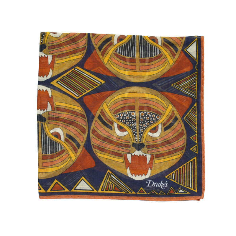 Tiger head printed pocket square. Strong and intensive colors like only Drake´s can do. Quite big size but folds small due to the light and airy material.  78% Cotton 20% Modal 2% Cashmere Made in Italy 45cm x 45cm