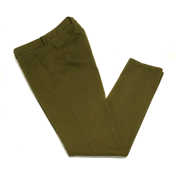 This kind of cotton trouser are one of the corner stones of every man's casual wardrobe, the slim fit chino. These are made in a slim cut and garment dyed and washed which give the trousers a beautiful and unique colour. These are the trousers that go with everything from t-shirts to jackets or even with both. 98% Cotton 2% Elastan Color: Green Button closure with zippered fly Slanted front pockets and two back pockets Model: SC Reg Article: ts0001x Made in Martina Franca, Italy