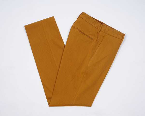 Mix of cotton, lyocell and elastan resulting in a super soft touch and comfortable trousers.  The iconic Incotex 30 model, an evergreen of the continuously evolving collections, continues to impress with its authenticity. Exquisite crafted details enrich the garment, enhancing its essential vocation for comfort.  American pockets Slim fit 2 backpockets Zip fly Yellow 61% cotton, 34% lyosell, 5% elastan 1W003O 40055 324 Made in Italy