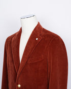 L.B.M. 1911 corduroy jacket in burned orange color. Unconstructed shoulder and unlined structure complete the laid back elegance of this  jacket. Corduroy and autumn belong together like Italy and red wine.  Regular fit Fits true to the size. If in doubt of your size, please contact us HERE Unlined Unconstructed shoulder 2 Buttons Side vents Notch lapel Patch pockets Composition: 100% cotton Color: Burned orange Modello: 2837/1 Article: 05150/2 Made in Italy
