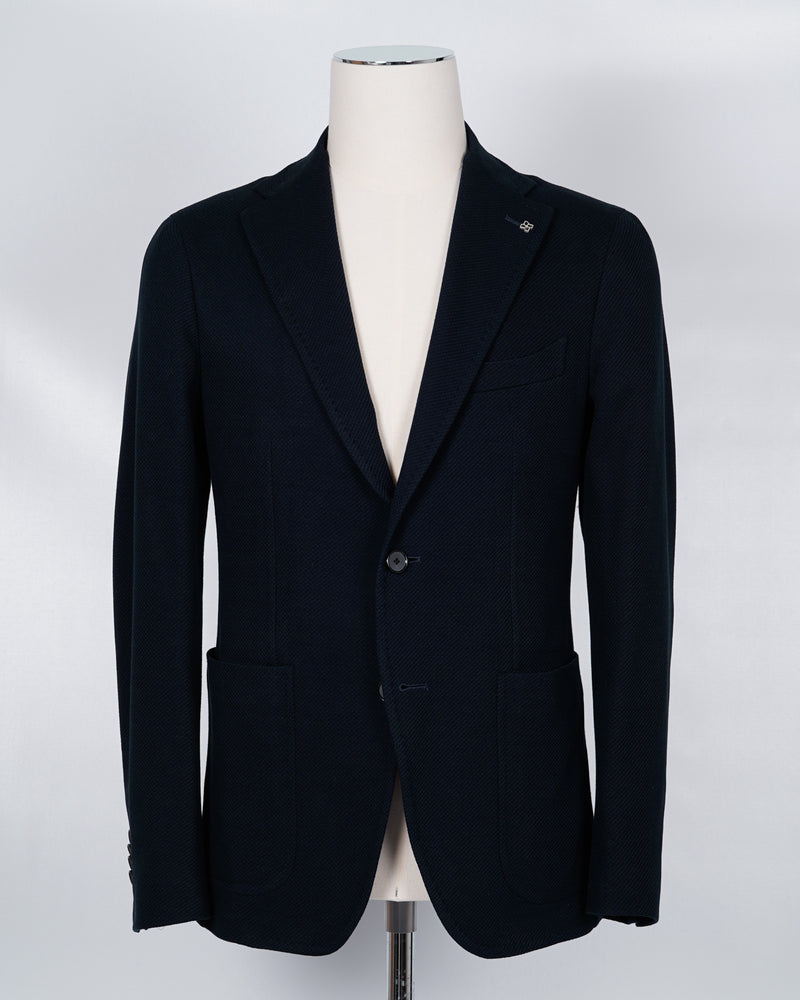 Composition: 100% Cotton Modello: 1SMJ22K Article: 57UEJ172 Colore: B3150 / Blue Slim fit. Go for your normal size. Unlined Unconstructed shoulder 2 Buttons Side vents Patch pockets Made in Italy Tagliatore 100% cotton jersey blazer. Model Montecarlo, which is familiar to most of our regular customers. Slim fit with light unconstructed make. Comfortable to wear and easy to combine with almost anything.