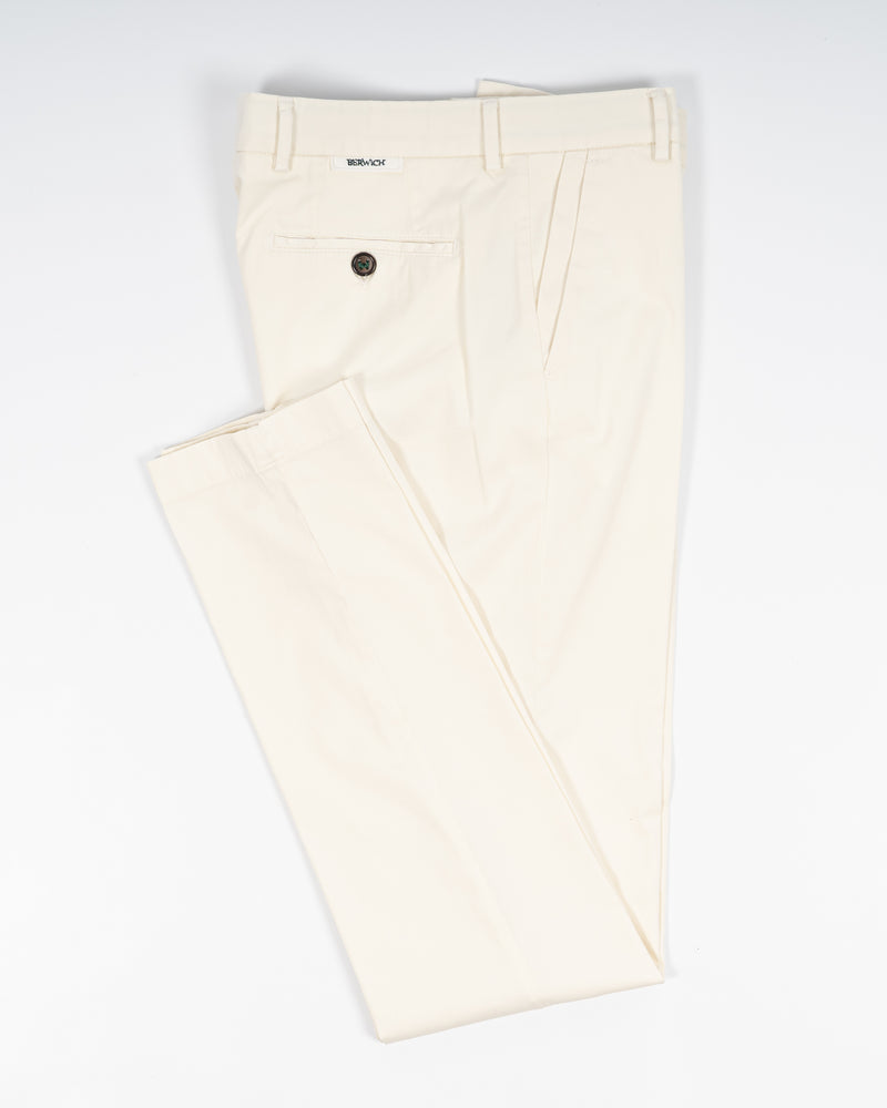 Berwich Morello Garment Dyed Chinos With Silk / Panna