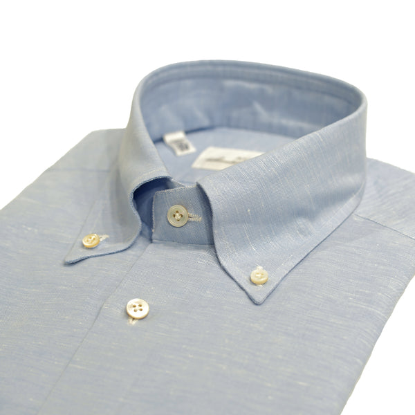 Avino button down shirt with light blue melangé efect. Fabric is a mix of cotton and linen. Tailored fit. This means between slim and classic fit Fits true to the size. If in doubt of your size, please contact us HERE 52% cotton / 48% linen Semi spread collar Single, rounder cuff 110811 F83041/02 Made in Italy