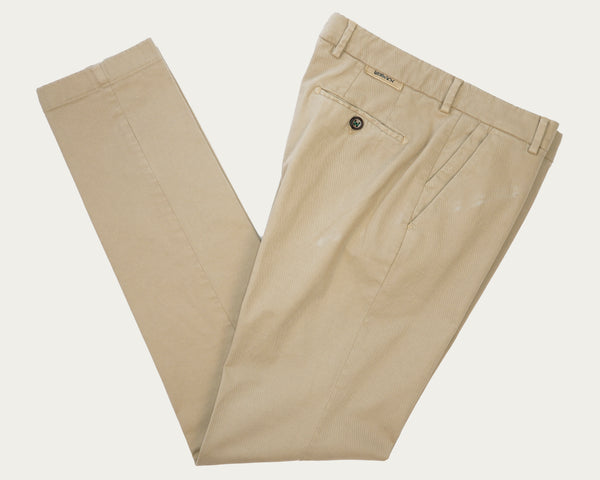 This kind of cotton trouser are one of the corner stones of every man's casual wardrobe, the slim fit chino. These are made in a slim cut and garment dyed and washed which give the trousers a beautiful and unique colour. These are the trousers that go with everything from t-shirts to jackets  98% Cotton 2% Elastan Color: Canvas Beige Button closure with zippered fly Changeable button in front Slanted front pockets and two back pockets Model: Morello  Article: xgab Made in Martina Franca, Italy