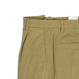 Briglia 1949 ETHICAL Cotton Chinos / Beige  Compositon: 98% recycled cotton / 2% elastane Slim fit on the legs. 1 pleat makes the upper part nice and comfortably roomy. Fits true to the size. If in doubt of your size, please contact us HERE 1 pleats Slanted side pockets 2 back pockets + additional small backpocket on left side  cuffed hem (3,5 cm) Model: BG07E Art: 32057 Col: 73 / Beige / Light brown Made in Naples, Italy