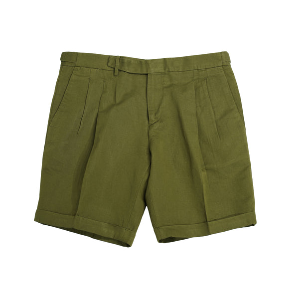 Briglia 1949 Pleated Bermudas / Army Green  Compositon: 55% cotton / 45% linen 2 pleats make the upper part nice and comfortably roomy. Fits true to the size. If in doubt of your size, please contact us HERE Slanted side pockets 2 back pockets with flaps  cuffed hem (3 cm) Model: Amalfi Art: 32050 Col: 72 / Beige / Army Green Made in Naples, Italy