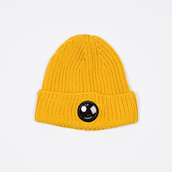 Merino wool beanie with a chunky, ribbed construction, featuring our signature Lens detail embedded at the front of its turn-up brim.  Lens detail Chunky knit Turn-up brim Breathable Lightweight 100% wool Art. 09CMAC237A005509A Color:  230 / Mineral Yellow One Size