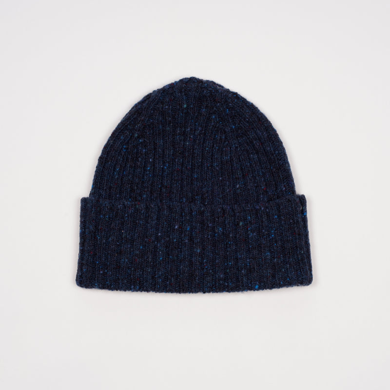 Classic woolen beanie to keep you warm in style.   100% Merino Made in Scotland One Size Drake´s Donegal Ribbed Merino Watch Cap / Blue navy
