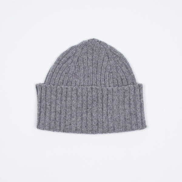 Classic woolen beanie to keep you warm in style.   100% Merino Made in Scotland One Size Drake´s Ribbed Lambswool Watch Cap / Light Grey
