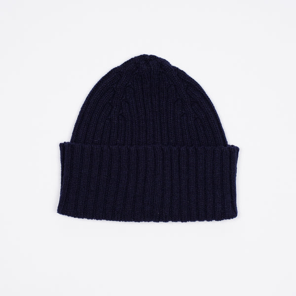 Classic woolen beanie to keep you warm in style.   100% Merino Made in Scotland One Size Drake´s Ribbed Lambswool Watch Cap / Navy