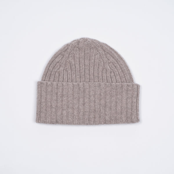 Classic woolen beanie to keep you warm in style.   100% Merino Made in Scotland One Size Drake´s Ribbed Lambswool Watch Cap / Natural