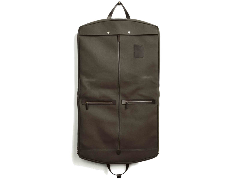 Measurements: L: 52 x W: 50 x H: 7 cm Body: Tight-woven cotton canvas Fabric composition: CO 94% PU 4% PC 2% / 709g /m Trimmings: Dark brown custom developed vegetable tanned full-grain bridle leather Lining: 100% cotton in army colour Hardware: Solid brass with varnish protection Zipper: Hand polished YKK Excella Art. No. MS440115 Transporting your work, wedding, and/or weekend wear just got a whole lot easier garments infirst full size garment bag large enough carry all